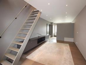 Deze sfeervolle woning te Overbeke aan aantrekkelijke huurprijs is beschikbaar vanaf 15 mei. Een afgesloten inkomhal brengt u naar een knusse woonkame