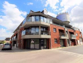 In het centrum van Wetteren vindt U in een nieuwe residentie dit knusse appartement gelegen op het eerste verdiep bestaande uit een woonkamer met open