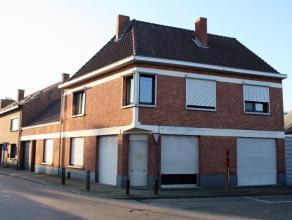 Beschrijving Gesloten bebouwing Deze mooie hoekwoning is gelegen nabij het centrum van Lebbeke en beschikt over verschillende troeven! Een winkelruimt
