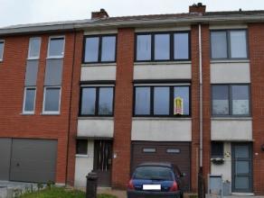 Beschrijving Gesloten bebouwing Deze bel-etage werd reeds grotendeels gerenoveerd en is gelegen in een rustige buurt te Dendermonde, nabij een school,