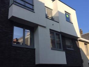 Dit appartement is onderdeel van een kleinschalige nieuwbouw met 3 appartementen, voorzien van alle comfort (o.a. lift aanwezig,..). Het bevindt zich