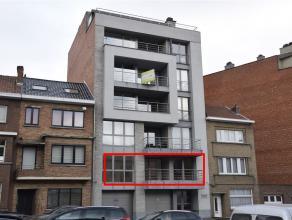GROOT STADSAPPARTEMENT TE HUUR - Het uiterst mooi afgewerkt appartement met drie ruime slaapkamers bevindt zich op 10 min wandelen van de Aalsterse wi
