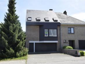 Huis te koop in Aalst op een terrein van 5,80 are, gelegen in een doodlopende straat doch dicht bij de invalswegen. De woning omvat inkomhal, vestiair
