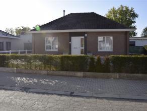 Volledig gerenoveerde bungalow in een groene omgeving nabij de stad Aalst. De woning is heel praktisch ingedeeld en uitgerust met de beste materialen.