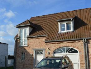 Prachtige woning te huur (instapklaar) nabij het centrum van Ternat met 3 grote slaapkamers en tuin met terras. Op het gelijkvloers bevinden zich een