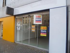 Mooi handelsgelijkvloers te huur, gelegen te Brasschaat, Bredebaan 363 B. Voorheen: The Phone House. <br /> Gelegen op het beste gedeelte van de Breda