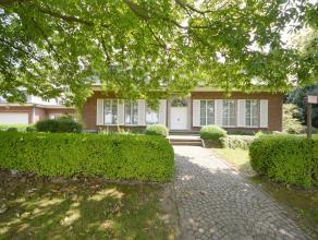 OPTIE- OPTIE- OPTIE- OPTIE <br /> Deze klassevolle villa ligt op een perceel van 1.200 m², in de rustige residentiële buurt van de Hoezekout
