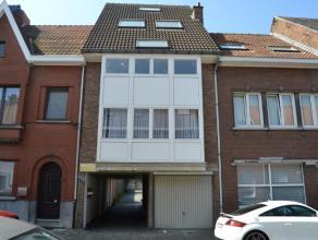 Mooi appartement op de 1steetage in rustige woonbuurt dichtbij het centrum van Aalst.Dit appartement omvat :living met open keuken, badkamer met ligba