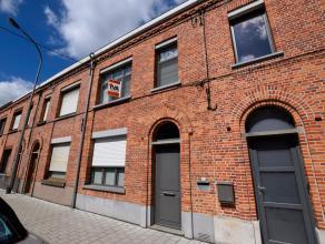De woning is gelegen vlakbij het centrum van Oudenaarde met al zijn faciliteiten (horeca, scholen, winkels, sport, etc..). De stadswoning is volledig