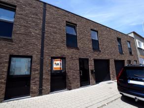 Deze instapklare woning is gelegen in het centrum van Oudenaarde, op wandelafstand van het station en de Markt van Oudenaarde. De woning is als volgt