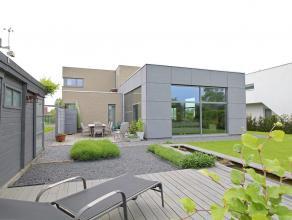 Recente villawoonst met een centrale en rustige ligging. Deze woning werd gebouwd met duurzame & goed isolerende materialen, alsook energiebespare