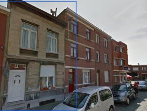 In de straat valt deze woning op door de mooie gevel. Het betreft hier een goed onderhouden rijwoning, in een aangename buurt. Je woont er rustig, en
