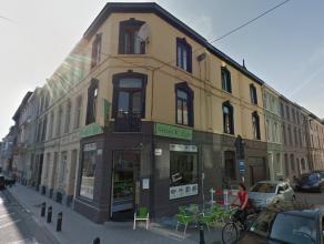 Deze hoekwoning is gelegen in hartje Gent, op wandelafstand van het historisch centrum en Gent-Zuid. Winkeltjes in de onmiddellijke omgeving.<br /> <b