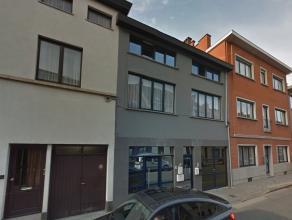 Deze opbrengsteigendom is gelegen in het hartje van Gent en bestaat uit drie appartementen en een berging/stockeerplaats (alles voorzien om een studio