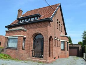 Op de verbindingsweg tussen Oudenaarde en Brakel ligt deze alleenstaande woning met veel potentieel. Bij de inkom is een aparte bureelruimte ook gesch