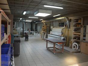Succesvolle handelszaak, atelier en magazijn met een zeer leuke en trendy 2-woonst op het gelijkvloers en eerste verdiep, waar gekozen is voor een sma