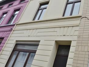 Op een aantrekkelijke locatie, die vlot in verbinding staat met de binnenstad, huist deze statige eigendom. Het betreft een woonst met een karaktervol