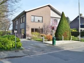Op een gegeerde & kindvriendelijke locatie, met het Claeys bouüaertpark als achterbuur, huist op een perceel van 429m² deze halfopen won