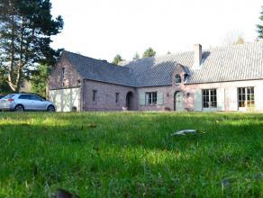 In een natuurrijke omgeving te Lovendegem vindt u deze prachtige woning in landelijke stijl. De woning werd goed onderhouden en is afgewerkt met kwali