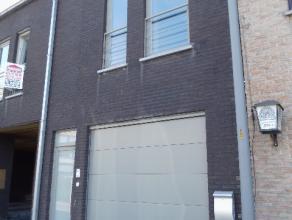 Recent duplex appartement aan het ziekenhuis van Tielt. Indeling : aparte inkom met gastentoilet, living, keuken, terras, berging, badkamer, ,2 slaapk