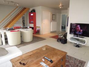 Duplex appartement met 2 slaapkamers op bijzonder goede locatie in het dorp van Bachte-Maria-Leerne. Het appartement is gelegen in een kleinschalig ap