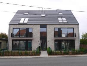 Duplexppartement van 102m², living, volledig ingerichte keuken en badkamer, 2 slaapkamers, douchekamer, berging,  terras, fietsenstalling, appart