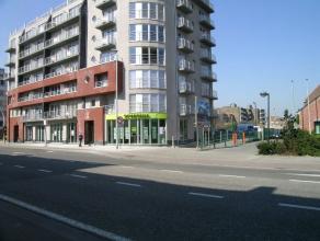 Appartement 64m² opp, bestaande uit living, ingerichte keuken en badkamer, slaapkamer, berging, terras, autostaanplaats, gelegen dichtbij station