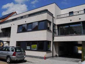 Nieuwbouwappartement, 90m², living, ingerichte moderne keuken en badkamer, 2 slaapkamers, berging, 2 terrassen, gelijkvloers, zeer centraal geleg