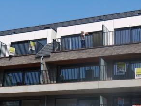 Nieuwbouw duplex van 100m², living, moderne ingerichte keuken, badkamer met ligbad, 2 slaapkamers, berging, terras, VP ? 650/M + ?50/m algemene k