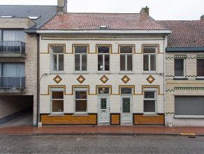 Karaktervolle woning met hoog charmegehalte op 590 m². Voor wie houdt van authentieke stijlelementen, 'aparte' indeling en knusse ruimtes met hog