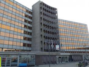 565m² (à 790m²) kantoorruimte<br /> Ligging: aan de Scheldekaaien, vlakbij de Londenbrug<br /> Beschikbaar: onmiddellijk<br /> Voorbe