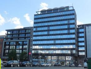 385m² kantoorruimte<br /> Ligging: vlakbij Waaslandtunnel; mooi zicht over Schelde en het Eilandje<br /> Beschikbaar: na renovatie