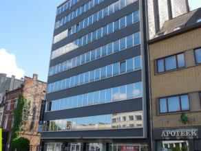 180m² (à 400m²) kantoorruimte <br /> 350m² kantoor/winkelruimte<br /> Ligging: aan het Eilandje; vlot bereikbaar via Waaslandtun