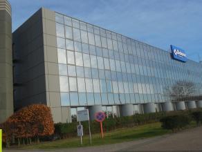 325m² (à 810m²) kantoorruimte te huur<br /> Ligging: Naast E34 Antwerpen-Knokke; op enkele km's van E17 en E19<br /> Beschikbaar: onm