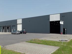 2.645m² magazijn met 55m² kantoor <br /> Ligging: op 5min van de A17 (Kortrijk-Brugge) en vlakbij de R32 (ring)<br /> Beschikbaar: onmiddell