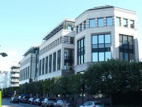 472m² (à 955m²) kantoorruimte <br /> Ligging: vlot bereikbaar via Kaaien, gelegen aan het Zuid<br /> Beschikbaar: in onderling overle