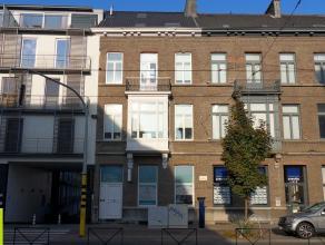 300m² kantoren in herenhuis <br /> Ligging: vlakbij Sint-Pietersstation; vlotte verbinding naar E40/E17/R4; tramhalte vlakbij pand <br /> Besch