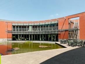 1424m² (à 2848m²) kantoorruimte <br /> Ligging: op wandelafstand van station; nabij uitrit 10 Mechelen; in Ragheno Park <br /> Besc