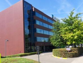 1087m² kantoorruimte Ligging: nabij het station van Berchem, de Antwerpse ring en de luchthaven van Antwerpen Beschikbaar: 1/10/2016