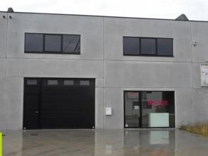 303m² magazijn met 76m² mezzanine <br /> Ligging: regionaal bedrijventerrein; op enkele km's van E17<br /> Beschikbaar: onmiddellijk<br /> I