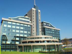 512m² (à 1024m²) kantoorruimte <br /> Ligging: langs de kleine ring van Gent, tramhaltes naar St-Pietersstation en binnenstad op wan