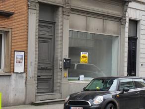 50m² kantoor/winkel <br /> Ligging: Gent-centrum vlakbij afrit E17/E40, bus/tramhalte op wandelafstand <br /> Beschikbaar: 1/05/2017