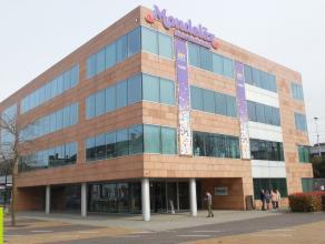 988m² kantoren, opsplitsbaar in twee delen van 420m² en 568m² Ligging: vlakbij het station van Mechelen, op 5 min. van op- en afritten