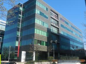 386m² (à 448m²) kantoren <br /> Commercieel gelegen langs Antwerpse Ring; vlakbij station van Berchem<br /> Beschikbaar: onmiddellijk