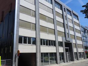 168m² (à 497m²) kantoorruimte<br /> Langs Singel met vlotte verbinding naar E17, E19 en E313; op wandelafstand van Berchem Station<br