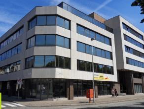 194m² (à 622m²) kantoorruimte <br /> Ligging: aan Singel en Antwerpse Ring, vlakbij station van Berchem, bushalte op wandelafstand<br