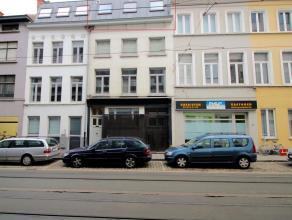 In het centrum van Gent op wandelafstand van de veldstraat, nabij allerlei scholen, campussen, winkels... vinden we in een kleine residentie dit gezel