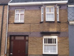 Te renoveren woning met sympathieke ligging op een boogscheut van de E40 en de Brusselsebaan. Ideaal voor starters - koop i.p.v. huren. Dit is een hui
