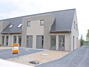Uitzonderlijk vastgoed! Hoogwaardig afgewerkte, energiezuinige nieuwbouwwoning te huur! <br /> Deze nieuwbouwwoning is gelegen op een unieke locatie m