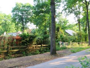 Bouwgrond (1.212 m²) gelegen in een groene residentiële omgeving, met goede aansluiting tot het centrum, het station en de invalswegen (E40
